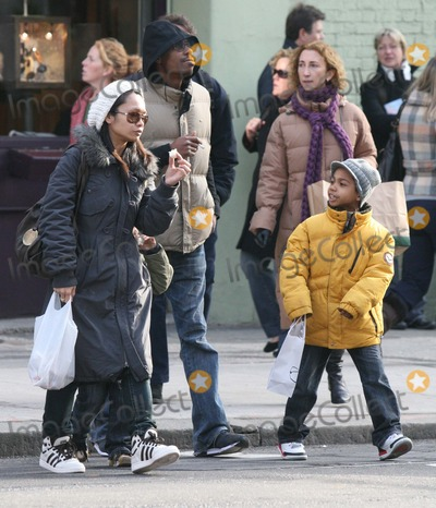photos and pictures nyc 12 28 07 dave chappelle with wife elaine and two kids shopping in soho digital photo by adam nemser photolink net 07 dave chappelle with wife elaine