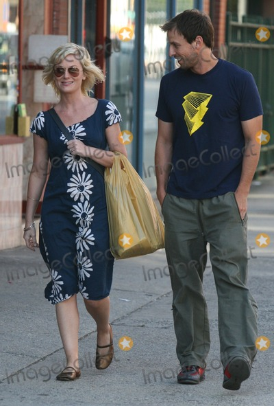 Amy Poehler, Seth Meyers, Seth Meyer Photo - NYC  09/13/07EXCLUSIVE: Amy Poehler and Seth Meyers (Saturday Night Live castmates) stopping to talk in the West Village after having a late lunch together at an outdoor cafe a few days before Amy's birthday. She paid for lunch. Digital Photo by Adam Nemser-PHOTOlink.net