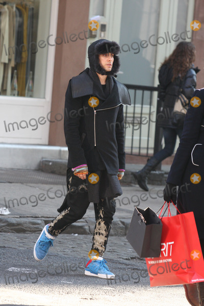Jared Leto Photo - New York City  20th December 2010EXCLUSIVE: Jared Leto (who turns 39 the day after Christmas) bundled up from the cold while shopping by himself in SOHO and then walking to the West Village to get a coffee and a cupcake at Magnolia BakeryEXCLUSIVE Photo by Adam Nemser-PHOTOlink.net