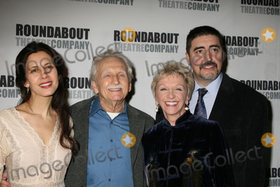 """Alfred Molina, Alvin Epstein, Elizabeth Franz, Jessica Hecht, CAST MEMBER, CAST MEMBERS Photo - NYC  03/01/07Cast members Jessica Hecht, Alvin Epstein, Elizabeth Franz and Alfred Molina at opening night of the Roundabout Theatre Company's Broadway production of """"HOWARD KATZ"""" at the Laura Pels TheatreDigital Photo by Adam Nemser-PHOTOlink.net"""