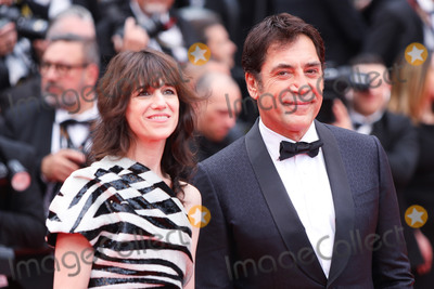 "Charlotte Gainsbourg, Javier Bardem, The Dead Photo - CANNES, FRANCE - MAY 14: Javier Bardem and Charlotte Gainsbourg attend the opening ceremony and screening of ""The Dead Don't Die"" movie during the 72nd annual Cannes Film Festival on May 14, 2019 in Cannes, France.
