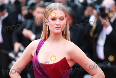 "Toni Garrn Photo - CANNES, FRANCE - MAY 18: Toni Garrn attends the screening of ""Les Plus Belles Annees D'Une Vie"" during the 72nd annual Cannes Film Festival on May 18, 2019 in Cannes, France.