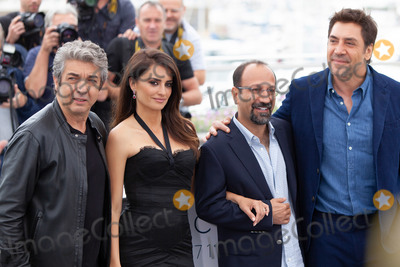 Javier Bardem, Penelope Cruz, Asghar Farhadi, Penelope  Cruz Photo - CANNES, FRANCE - MAY 09: Ricardo Darin, Penelope Cruz, Asghar Farhadi, Javier Bardem attend the photocall for 'Everybody Knows (Todos Lo Saben)' during the 71st annual Cannes Film Festival at Palais des Festivals on May 9, 2018 in Cannes, France. (Photo by Laurent Koffel/ImageCollect.com)