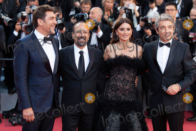 Javier Bardem, Penelope Cruz, Asghar Farhadi, Penelope  Cruz Photo - CANNES, FRANCE - MAY 8: Javier Bardem, Asghar Farhadi, Penelope Cruz, Ricardo Darin attend the screening of 'Everybody Knows (Todos Lo Saben)' and the opening gala during the 71st annual Cannes Film Festival at Palais des Festivals on May 8, 2018 in Cannes, France.