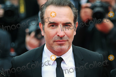 "Jean Dujardin Photo - CANNES, FRANCE - MAY 18: Jean Dujardin attends the screening of ""Les Plus Belles Annees D'Une Vie"" during the 72nd annual Cannes Film Festival on May 18, 2019 in Cannes, France.