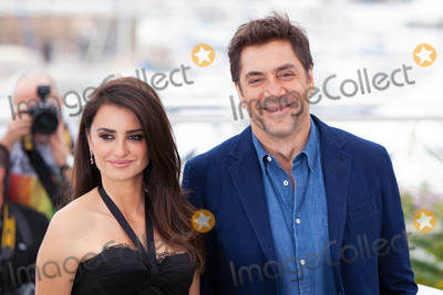 Javier Bardem, Penelope Cruz, Penelope  Cruz Photo - CANNES, FRANCE - MAY 9: Javier Bardem and Penelope Cruz attend the photocall for 'Everybody Knows (Todos Lo Saben)' during the 71st annual Cannes Film Festival at Palais des Festivals on May 9, 2018 in Cannes, France.  (Photo by Laurent Koffel/ImageCollect.com)