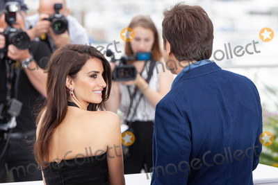 Javier Bardem, Penelope Cruz, Penelope  Cruz Photo - CANNES, FRANCE - MAY 9: Javier Bardem and Penelope Cruz attend the photocall for 'Everybody Knows (Todos Lo Saben)' during the 71st annual Cannes Film Festival at Palais des Festivals on May 9, 2018 in Cannes, France. 