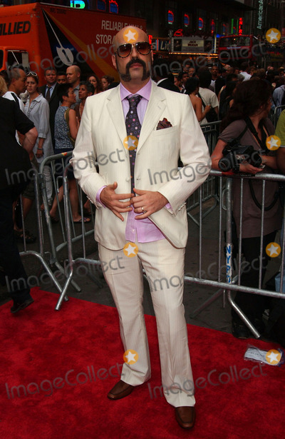 ANDRES LEVIN Photo - Composer Andres Levin arriving at the New Yotk Premiere of 'El Cantante' at the AMC 25 Theatre in Times Square