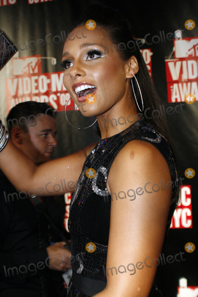 Alicia Keys Photo - Musician Alicia Keys outside the 2009 MTV Video Music Awards at Radio City Music Hall on September 13 2009 in New York City.