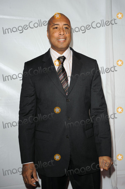 Bernie Williams, Four Seasons Photo - Former New York Yankee Bernie Williams arriving at Samsung's 9th Annual Four Seasons of Hope Gala at Cipriani Wall Street on June 15, 2010 in New York City.
