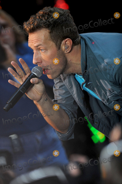 Chris Martin, Coldplay Photo - Coldplay performs on NBC's 'Today' at Rockefeller Center on October 21, 2011 in New York City