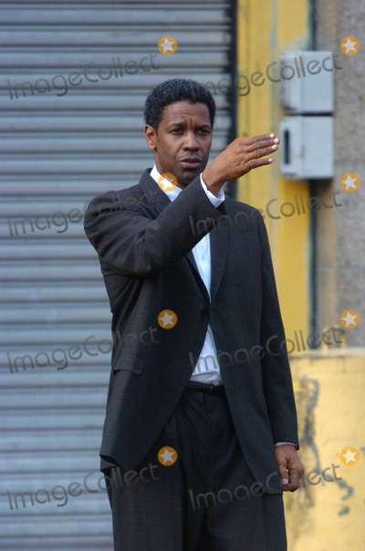Denzel Washington Photo - Denzel Washington on the movie set of 'American Gangster'.