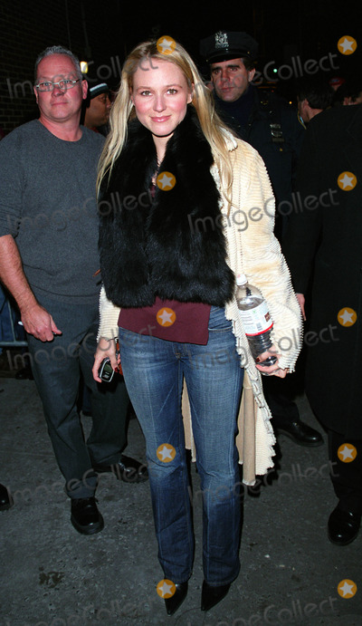 """Jewel, David Letterman, Ed Sullivan Photo - * WORLD SYNDICATION RIGHTS *    Singer JEWEL outside the Ed Sullivan Theater in New York after making an appearance on """"The Late Show With David Letterman."""" January 15, 2002.  2002 by Alecsey Boldeskul.  ONE-TIME REPRODUCTION RIGHTS."""