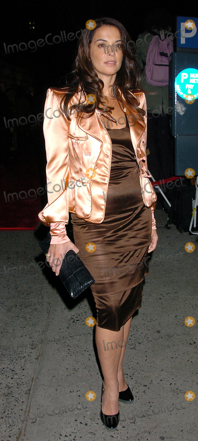 """ANABELLA SCIORRA Photo - NEW YORK, OCTOBER 5, 2004    Anabella Sciorra attends the New York premiere of """"Shall We Dance."""""""