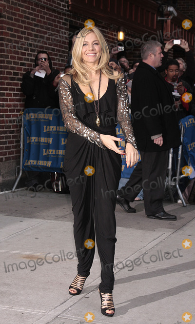 Sienna Miller, David Letterman Photo - Actress Sienna Miller made an appearance at the 'Late show with David Letterman' on October 13 2009 in New York City