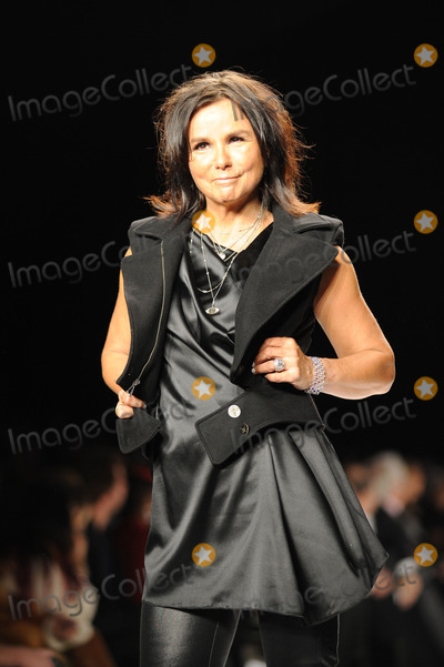 Photos and pictures patty smyth on the runway for naomi for Smythe mercedes benz