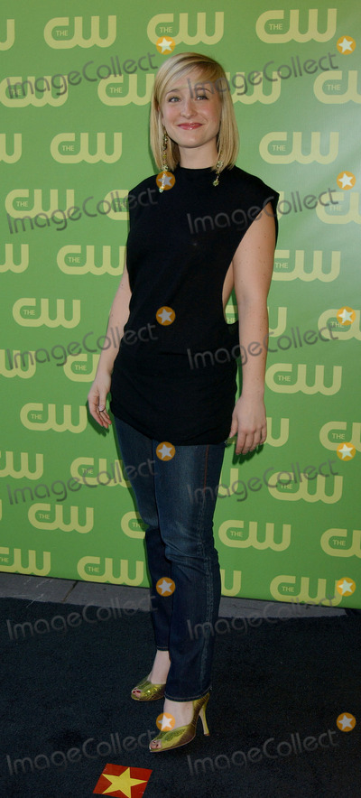 Allison Mack Photo - Allison Mack at the CW Upfront Red Carpet.