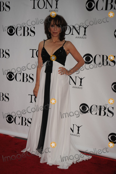 Andrea Martin Photo - Actress Andrea Martin arrives at the 62nd Annual Tony Awards held at Radio City Music Hall on June 15, 2008 in New York City.