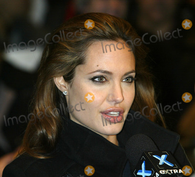 Angelina Jolie, ANGELINA JOLIE, Photo - NEW YORK, NOVEMBER 22, 2004    Angelina Jolie at the Alexander preview screening in NYC.