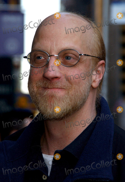 Chris Elliott, David Letterman Photo - NEW YORK, MARCH 29, 2006    Chris Elliott stops by for a guest appearance at the Late Show with David Letterman.