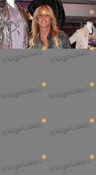 Dina Lohan Photo - Dina Lohan at the Charlotte Russe Fall 2009 launch party at Openhouse Gallery on July 15, 2009 in New York City.