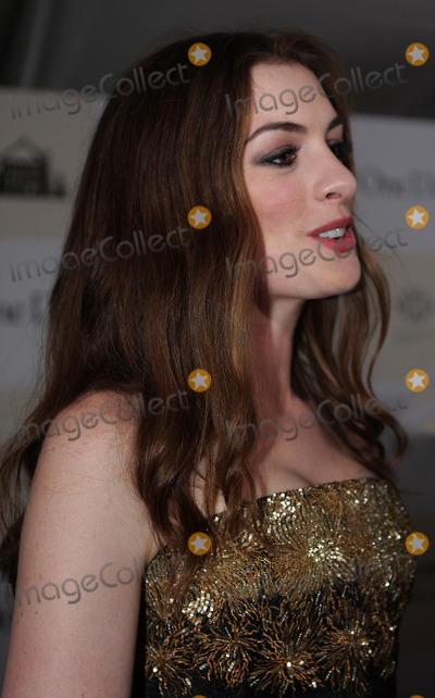 Anne Hathway, Anne Hathaway, Ann Hathaway Photo - Anne Hathaway arriving at the premiere of 'One Day' at the AMC Loews Lincoln Square 13 theater on August 8, 2011 in New York City.