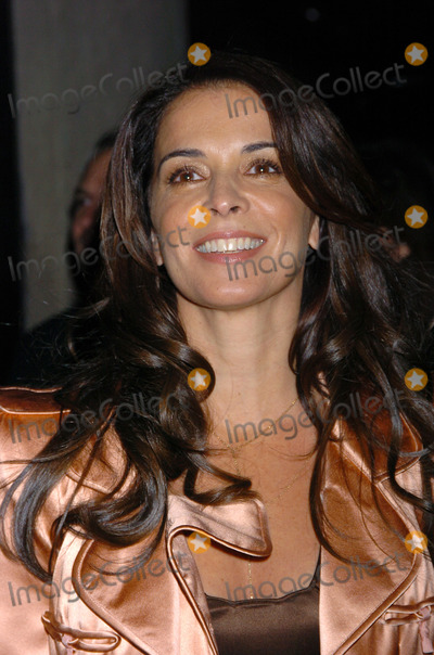 "ANABELLA SCIORRA Photo - NEW YORK, OCTOBER 5, 2004    Anabella Sciorra attends the New York premiere of ""Shall We Dance."""