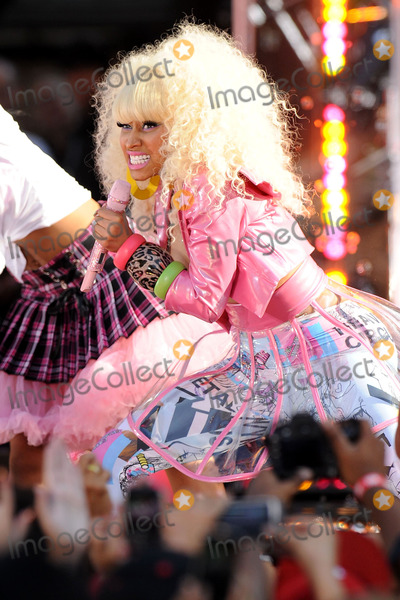 Good Morning America Performances : Photos and pictures nicki minaj performs on abc s good