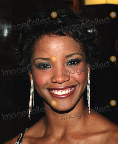 Shauntay Hinton Photo - Miss USA 2002 Shauntay Hinton at the Fragrance Foundation's Fifi Awards at Lincoln Center in New York. June 4, 2002.  REF: DZUS2099.