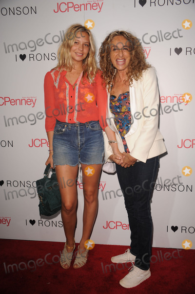 Ann Dexter, Ann Dexter Jones, Ann Dexter-Jones, Annabelle Dexter Jones, Annabelle Dexter-Jones, Anne Dexter Jones Photo - (L-R) Annabelle Dexter-Jones and Ann Dexter-Jones at the celebration of the I 'Heart' Ronson collection on August 20, 2009 in New York City.