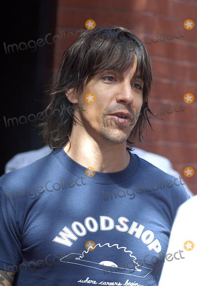 ANTHONY KEIDIS, Chilli, Pepper Photo - 'Red Hot Chilli Peppers' front man Anthony Keidis leaves his hotel in New York. September 10, 2003.