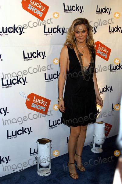 Alicia Lilverstone, Alicia Silverstone Photo - New York, November 18, 2004: Alicia Silverstone attending Lucky Magazine's VIP Preview to benefit the Robin Hood Foundation.