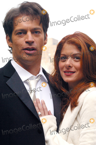 Photos and pictures harry connick jr and debra messing for Jill goodacre wedding dress