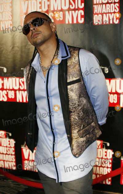 Sean Paul Photo - Musician Sean Paul outside the 2009 MTV Video Music Awards at Radio City Music Hall on September 13 2009 in New York City.