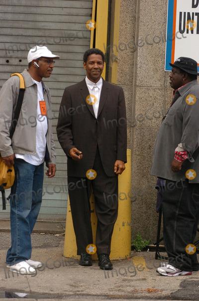 Denzel Washington Photo - Denzel Washington on the movie set of 'American Gangster'.