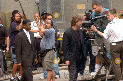 Russell Crowe, Denzel Washington Photo - Russell Crowe and Denzel Washington on the movie set of 'American Gangster'.