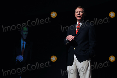 Alan Mulally Photo - Chief executive officer of the Ford Motor Company, Alan Mulally, speaks during a media preview of the New York International Auto Show on Wednesday, March 31, 2010 in New York City.