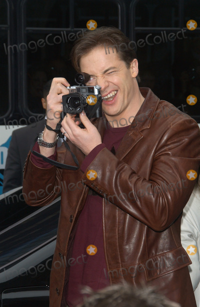 Brendan Fraser Photo - Actor BRENDAN FRASER at the world premiere, in Hollywood, of his new movie Looney Tunes Back in Action.November 9, 2003 Paul Smith / Featureflash
