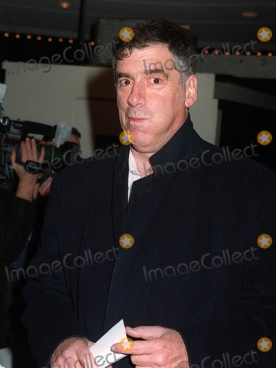 """Elliott Gould Photo - 11NOV97: Actor ELLIOTT GOULD at premiere in Los Angeles of """"The Man Who Knew Too Little."""""""