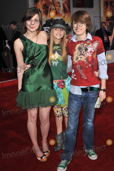 """Bella Thorne, Kaili Thorne, Remy Thorne Photo - Kaili Thorne (left), sister Bella Thorne & brother Remy Thorne at the world premiere of """"Race to Witch Mountain"""" at the El Capitan Theatre, Hollywood.March 11, 2009  Los Angeles, CAPicture: Paul Smith / Featureflash"""