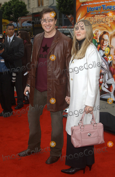 Afton Smith, Brendan Fraser Photo - Actor BRENDAN FRASER & wife actress AFTON SMITH at the world premiere, in Hollywood, of his new movie Looney Tunes Back in Action.November 9, 2003 Paul Smith / Featureflash