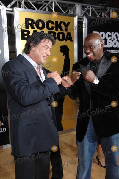 """Antonio Tarver, Sylvester Stallone, Grauman's Chinese Theatre Photo - SYLVESTER STALLONE (left) & ANTONIO TARVER at the world premiere of their new movie """"Rocky Balboa"""" at the Grauman's Chinese Theatre, Hollywood.December 13, 2006  Los Angeles, CAPicture: Paul Smith / Featureflash"""