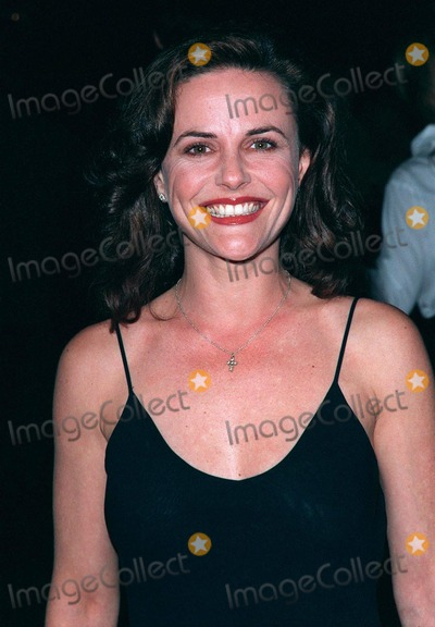 """Gia Carides Photo - 12MAR98:  Australian actress GIA CARIDES at the world premiere of her new movie, """"Primary Colors,"""" in Hollywood"""