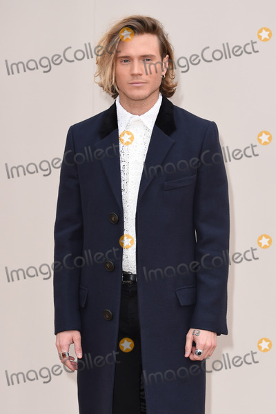 Dougie Poynter Photo - Dougie Poynter arriving at the Burberry Prorsum show during The London Collections Menswear A/W 2016 at Kensington Gardens, London.