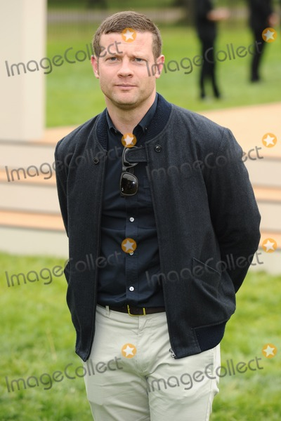 Dermot O'Leary Photo - Dermot O'Leary arriving for the Burberry Prorsum Menswear show as part of London Collection Men SS14, Perks Field, Kensington, London. 18/06/2013 Picture by: Steve Vas / Featureflash