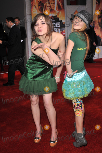 """Bella Thorne, Kaili Thorne Photo - Bella Thorne (right) & sister Kaili Thorne at the world premiere of """"Race to Witch Mountain"""" at the El Capitan Theatre, Hollywood.March 11, 2009  Los Angeles, CAPicture: Paul Smith / Featureflash"""