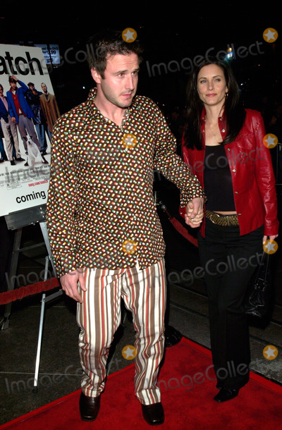Courtney Cox, David Arquette Photo - Actor DAVID ARQUETTE & actress wife COURTNEY COX at the Los Angeles premiere of Snatch.18JAN2001.   Paul Smith/Featureflash