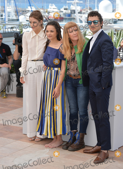 """Andrea Arnold, Riley Keough, Sasha, Shia La Beouf, Sasha Lane Photo - Actors Riley Keough, Sasha Lane, Shia LaBeouf & director Andrea Arnold at the photocall for """"American Honey"""" at the 69th Festival de Cannes.May 15, 2016  Cannes, FrancePicture: Paul Smith / Featureflash"""