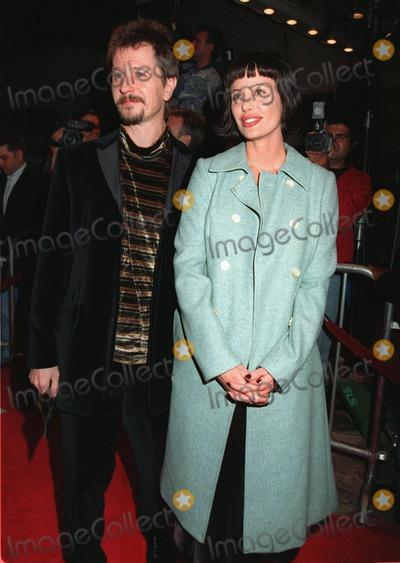 "Donya Fiorentino, Gary Oldman, Gary. Oldman Photo - 20NOV97:  Actor GARY OLDMAN & wife DONYA FIORENTINO at premiere of ""Alien Resurrection,"" in Los Angeles."