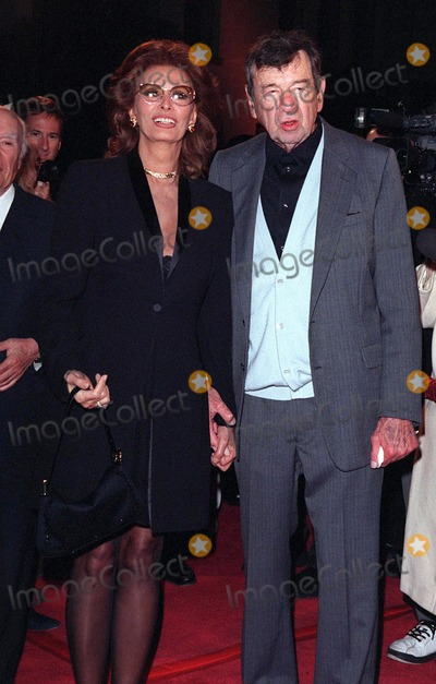 "Sophia Loren, Walter Matthau Photo - 06APR98:  Actor WALTER MATTHAU & actress SOPHIA LOREN at the premiere of his new movie, ""The Odd Couple II,"" in Hollywood."